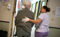 Pflegebedürftigkeit – Deutsche unterschätzen Pflegekosten massiv