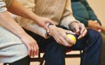Bedürftigkeit: Wann die Pflegekasse zahlt