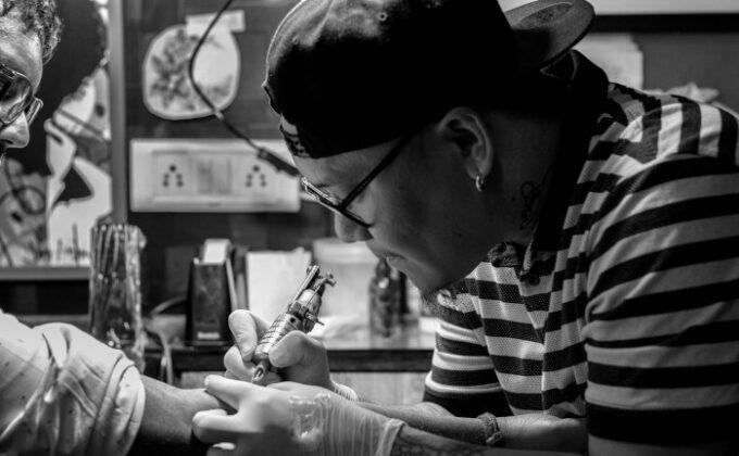 Betriebshaftpflicht: Warum Haftpflichtschutz für Tätowierer so wichtig ist